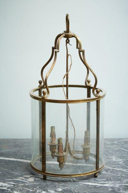 Lanterne à trois lumignons en bronze.  Style...