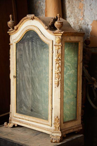 Tabernacle transformé en vitrine en bois...
