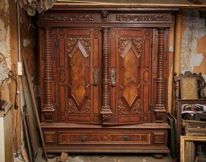 Armoire alsacienne ouvrant à deux portes...