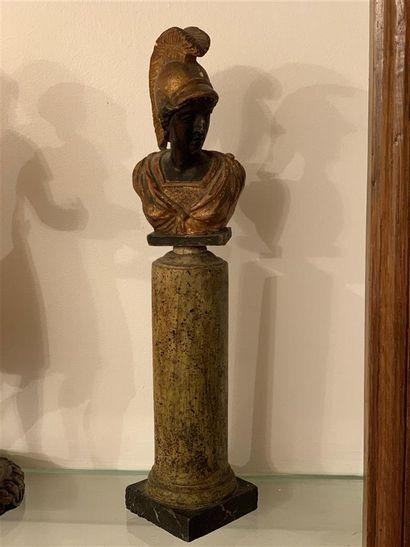 Statuette en bois sculpté, laqué et doré...