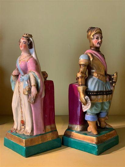 Paire de statuettes flacons en porcelaine...