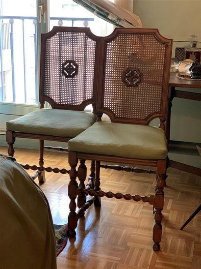 Deux chaises en bois naturel mouluré et sculpté,...