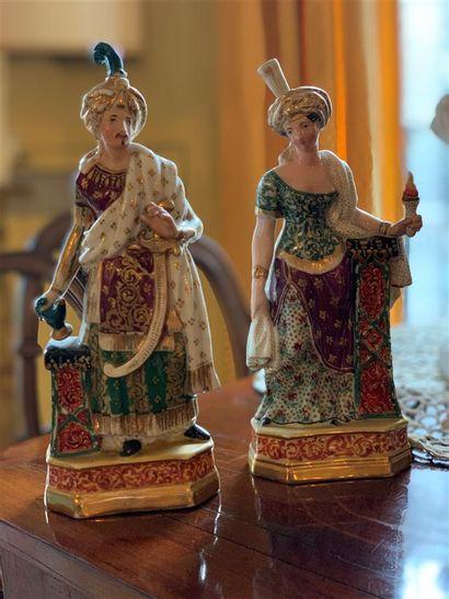 Deux flacons statuettes couverts en porcelaine...