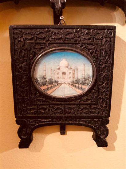 Miniature ovale représentant une vue du...