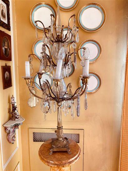 Candélabre en bronze doré à six bras de lumière...
