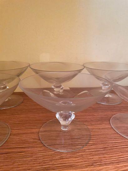 11 coupes à champagne en cristal (ébréchures)...