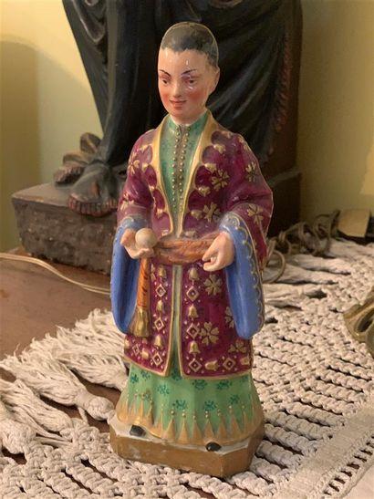 Statuette en porcelaine polychrome et dorée...