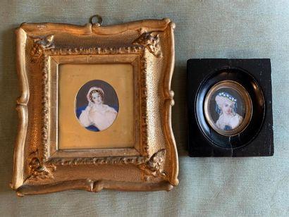 Deux miniatures rondes représentant des portraits de femmes (usures et accidents)...