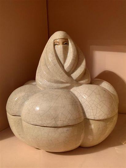 Pot couvert en faïence craquelée en forme...