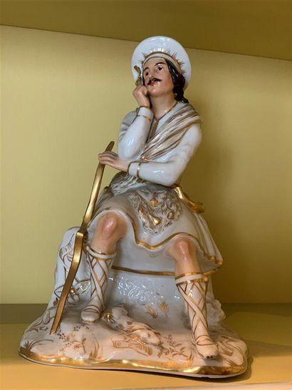 Grande statuette flacon en porcelaine représentant...