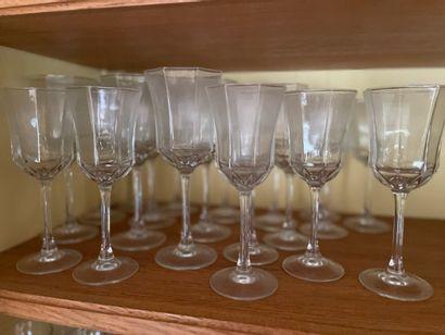 Partie de service en verre comprenant 10...