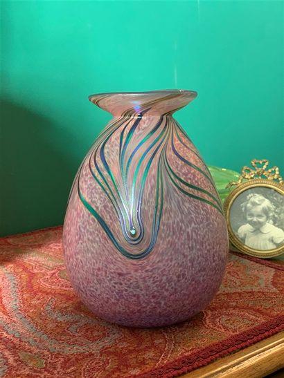 Vase piriforme à col évasé en verre soufflé...