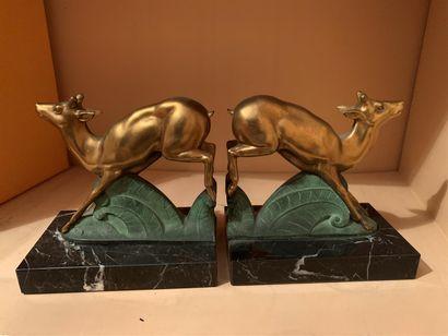 Paire de serre-livres en bronze à patine...