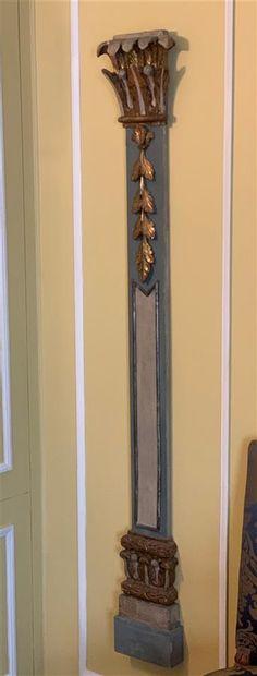 Paire de pilastres décoratifs en bois sculpté...