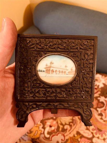 Miniature ovale représentant le Khas Mahal...
