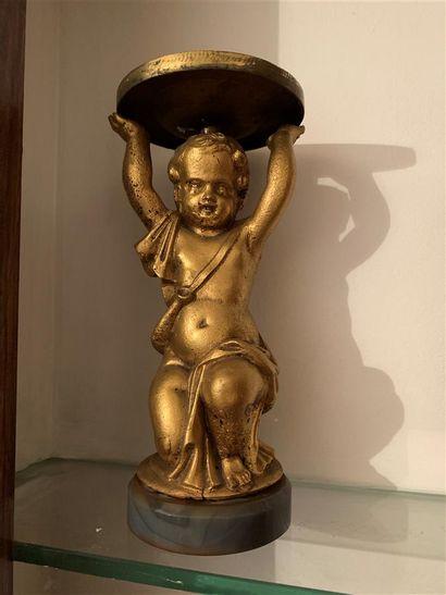 Statuette en métal doré représentant un putto...