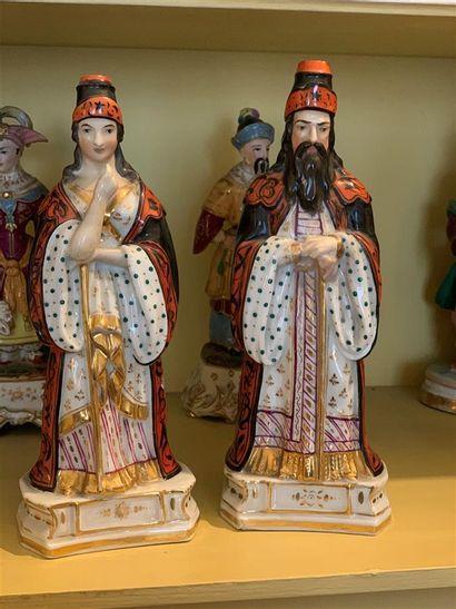 Paire de statuettes en porcelaine à décor...