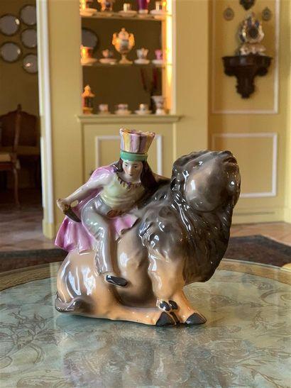Statuette flacon en porcelaine allemande...