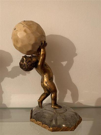 Statuette en bronze doré représentant un...