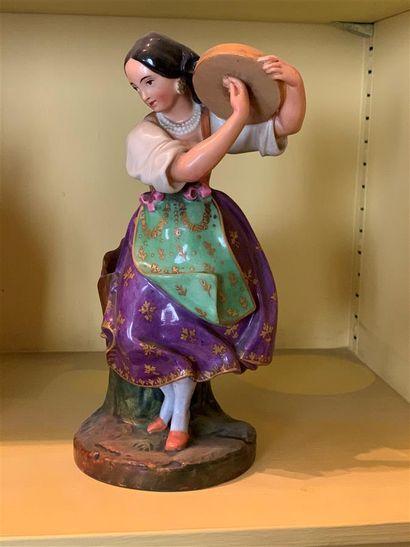 Statuette formant flacon en porcelaine polychrome...