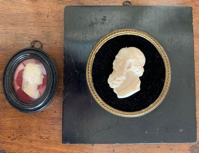 """Deux bustes en """"ombres chinoises"""", l'un découpé, l'autre peint  On y joint  Deux..."""