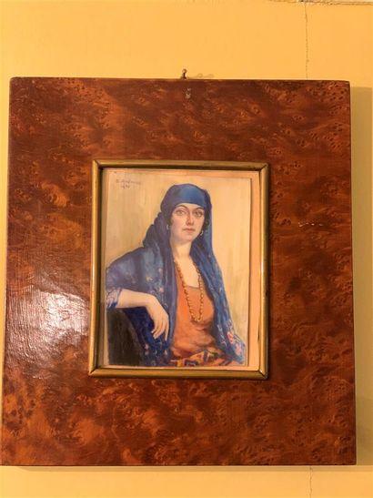 Miniature sur ivoire représentant une femme...