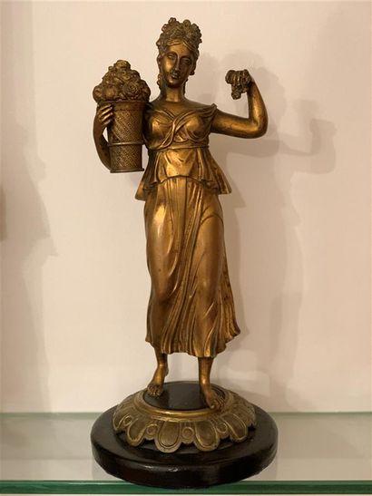 Statuette en bronze doré représentant une...