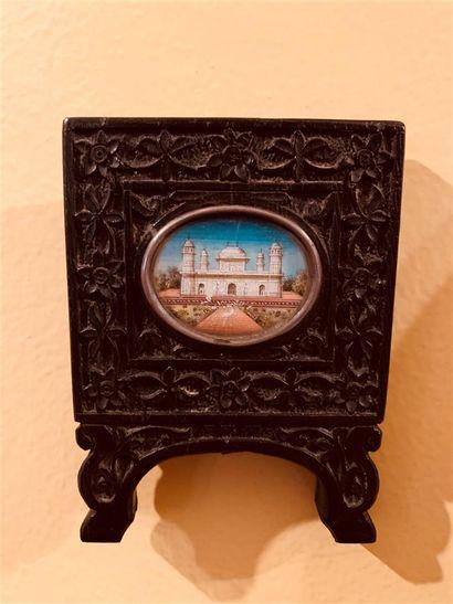 Miniature ovale représentant le mausolée...