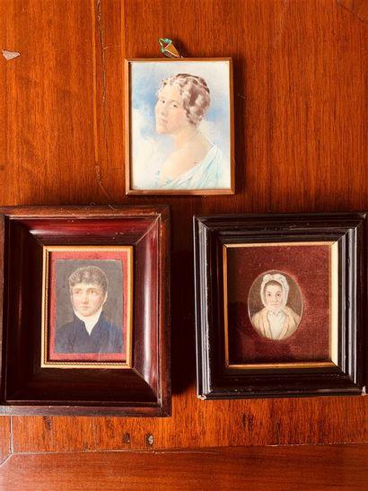 Trois miniatures représentant une femme,...