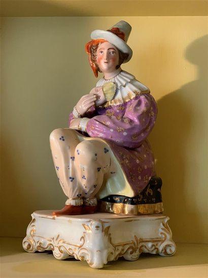 Grande statuette flacon en porcelaine polychrome...
