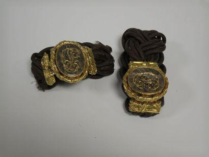 Deux bracelets cheveux tressés, la monture...