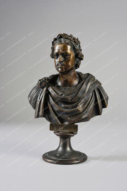 PIERRE LE GRAND, empereur de Russie (1672-1725). Buste en bronze à patine médaille,...