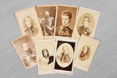 FAMILLE IMPÉRIALE DE RUSSIE. Ensemble de 8 portraits photographiques représentant...