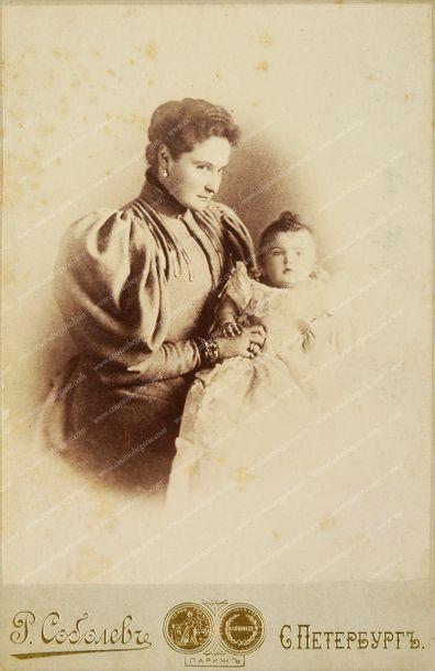 ALEXANDRA FÉODOROVNA, impératrice de Russie (1872-1918). Ensemble de trois beaux...