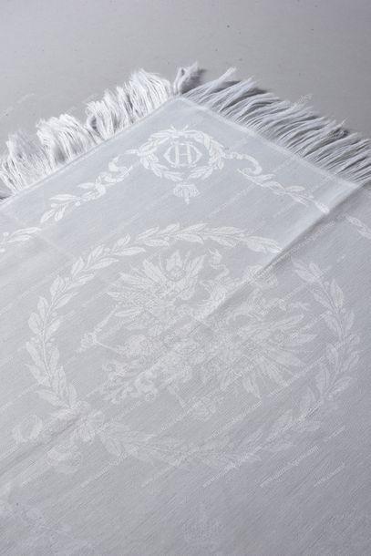 OLGA NICOLAÏEVNA, grande-duchesse de Russie (1819-1876). Ensemble de trois serviettes...