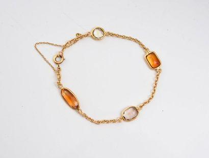 Bracelet en or 750‰, serti de quatre pierres...