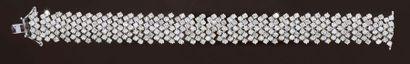 Bracelet ruban en or 750‰, serti de diamants...