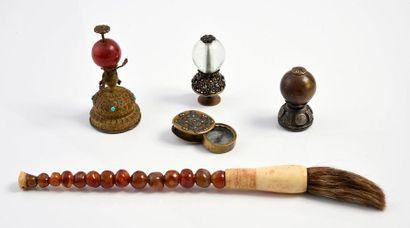 Chine/Tibet.  3 boutons de chapeau de mandarin,...