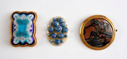 Camille Tharaud.  Broche et plaque en porcelaine,...