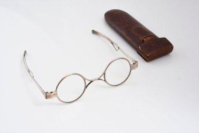 Paire de lunettes en argent 925‰ les branches...