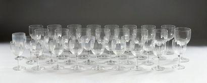 BACCARRAT  17 verres à vin  16 verres à eau...