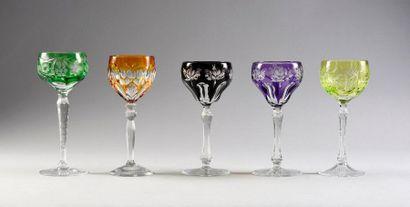 Lot de 5 verres à vin du Rhin en cristal...