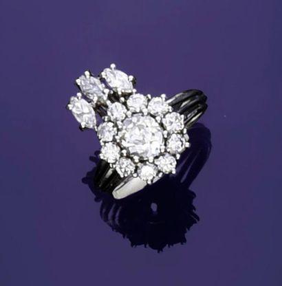 Bague en or gris 750‰, sertie d'un diamant...