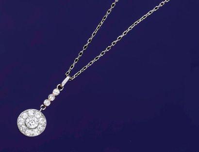Pendentif en platine 850‰ serti d'un diamant...