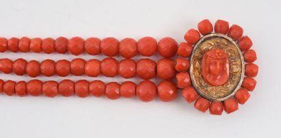 Bracelet à trois rangs en chute de perles...