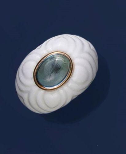 BULGARI  Bague en céramique blanche moulée,...