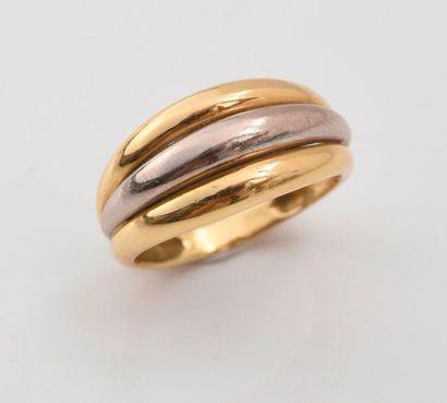 Bague jonc simulant trois anneaux accolés en deux tons d'or 750‰.  TDD: 53  Poids...