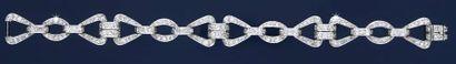 Bracelet articulé en platine 850‰, composé d'une alternance de maillons triangulaires...