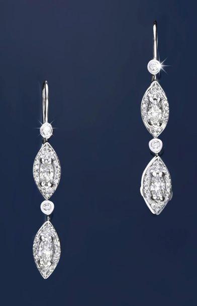 Paire de pendants d'oreilles en or gris 750‰...