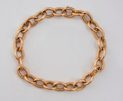 Bracelet en or 750‰, à maillons ovale.  L....